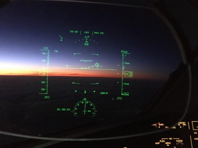 United Pilots of WestJet B787 HUD sunset